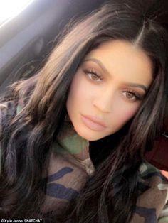 jenner makeup Kylie Jenner bringt Fans in ihren Make-up-Raum Kris Jenner, Kendall Jenner, Ropa Kylie Jenner, Looks Kylie Jenner, Kylie Jenner Style, Kendall And Kylie, Kylie Jenner Snapchat, Khloe Kardashian, Robert Kardashian