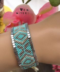 an idea to finish a bracelet - Women's Here Beaded Jewelry Designs, Seed Bead Jewelry, Jewelry Patterns, Bracelet Patterns, Jewelry Trends, Handmade Beads, Handmade Jewelry, Seed Bead Crafts, Beaded Bracelets