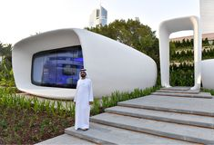 The world's first office building produced by a printer has just opened in Dubai. The office was built using a printer measuring 20 feet high. 3d Printed Building, 3d Printed House, 3d Building, Green Building, Building Ideas, 3d Printing Diy, 3d Printing Materials, 3d Printing News, 3d Printing Service