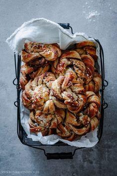 The best recipe for Kanelbullar - cinnamon buns to fall in love with-Das beste Rezept für Kanelbullar – Zimtschnecken zum Verlieben The best recipe for Kanelbullar – cinnamon rolls for … - Cinnamon Recipes, Cinnamon Bread, Cinnamon Rolls, Meat Recipes, Baking Recipes, Healthy Recipes, Breakfast Recipes, Dessert Recipes, Dinner Recipes