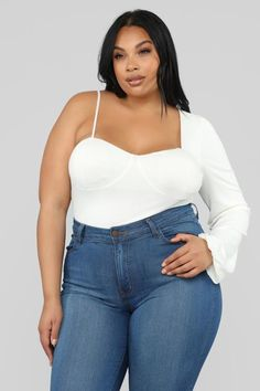 Plus size tops for women from day to night? Check our our selection of women's plus size tops and blouses in bold prints and flattering cuts. Thick Girl Fashion, Curvy Women Fashion, Women's Fashion, Plus Size Girls, Plus Size Tops, Female Models, Women Models, Curvy Models, Sexy Jeans