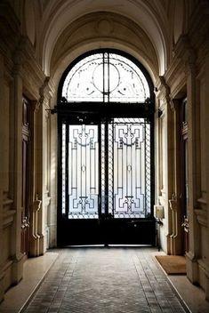 Apartment building entrance design entryway 44 ideas for 2019 Porte Cochere, Architecture Classique, Architecture Details, Ines Fressange, Design Entrée, Entrance Design, Iron Doors, Iron Gates, Grand Entrance