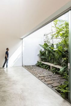 Indoor Courtyard, Courtyard House, Interior Garden, Interior And Exterior, Courtyard Design, Modern Courtyard, Atrium, Home Room Design, Interior Architecture