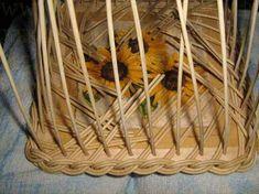 Como se ve. Bamboo Basket, Plant Basket, Wicker Bedroom, Weaving Art, Weaving Techniques, Diy Paper, Storage Baskets, Basket Weaving, Dna
