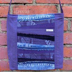 Вот такая лоскутная сумка сшилась из остатков. Мне так нравится результат: красиво, с джинсой, прикольно!😆. 🌸🌸🌸. Upcycled denim bag. I like the result: beautiful,  with denim, cool😆 #alpensee_bags #upcycled #patchwork #denim #джинсоваясумка #кастомайзинг #лоскутнаясумка #сумкачерезплечо #пэчворк