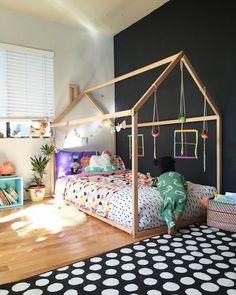 Het is weer tijd voor een kleine restyling van een van mijn kinderkamers thuis! Aangezien Fitz bijna 1.5 jaar is en ik een half jaar ervoor zijn babykamer al af had.... Vind ik het na twee jaar tijd worden om de kamer te restylen. Een muur is voor de helft vel groen geverfd en daar ben ik ...