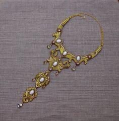 Золотое колье-галстук — Бисерный Дайджест