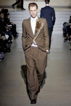 https://www.vogue.com/fashion-shows/fall-2011-menswear/dries-van-noten/slideshow/collection#3