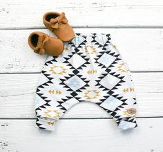 Baby Pumphose mit angesagtem Aztekenmuster / little baby trousers, geometrical pattern, parenting made by VMN kids via DaWanda.com