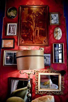 A Pensão Amor vai revolucionar o Cais do Sodré (http://fugas.publico.pt/RestaurantesEBares/296784_a-pensao-amor-vai-revolucionar-o-cais-do-sodre#) An former brothel turned in to a famouse night out spot