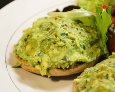 an obsession, realized: avocado toast Breakfast Bites, Breakfast Recipes, Snack Recipes, Healthy Recipes, Snacks, Yummy Recipes, Avocado Juice, Avocado Toast, Whole Wheat English Muffin
