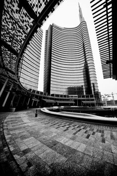 Milano Piazza Gae Aulenti - #unicredit #unicreditower #pintower #torreunicredit #gaeaulenti #portanuova #garibaldi #isola #pinterest