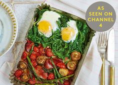 This is the ultimate breakfast, though we'd happily eat it at any time of day. To keep your morning as chilled as possible, get your oven to do all the hard work for you. Place everything in your largest dish, bung in the oven – et voilà! Veggie Recipes, Great Recipes, Vegetarian Recipes, Cooking Recipes, Healthy Recipes, Top Recipes, Skinny Recipes, Clean Eating, Healthy Eating