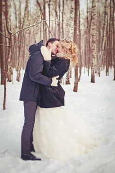ロマンチックな雪の中のロケーションフォト♡ 真冬のウェディングのアイデア。結婚式/ブライダルの参考に☆