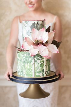 Gian Magnolia flower on a tropical wedding cake. #modernweddingcakes