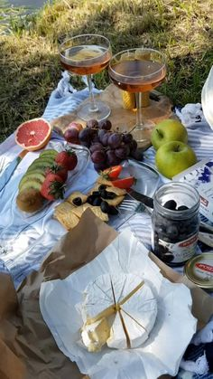 Picnic Date Food, Picnic Time, Summer Picnic, Beach Picnic Foods, Fall Picnic, Picnic Ideas, Food N, Food And Drink, Comida Picnic