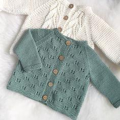 Hei du, lille sommerfugljakke👋🏼 Du er ikke perfekt, men du har gitt meg me. Baby Sweater Patterns, Baby Cardigan Knitting Pattern, Knitted Baby Cardigan, Baby Knitting Patterns, Baby Patterns, Baby Boy Cardigan, Wool Cardigan, Knitting For Kids, Free Knitting