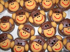 Monkey Cupcakes...would be perfect for @Calee Schrock to take to her kindergarten class!