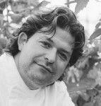 *spreker 2013* chef-kok Jonathan Karpathios: terug naar de bron.  Jonathan is een van de meest vooruitstrevende chef-koks van Nederland en zegde sterrenrestaurants vaarwel om op zoek te gaan naar 'echt eten'. Wat dat precies inhoudt vertelt hij dit jaar bij TEDxAmsterdamWomen.