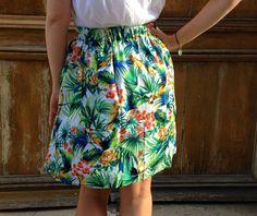 Tuto jupe doublée, taille élastiquée au dos.  Penser à ajouter des poches comme sur la jupe en plumetis ici : http://louandjo.canalblog.com/archives/2015/09/03/32575794.html