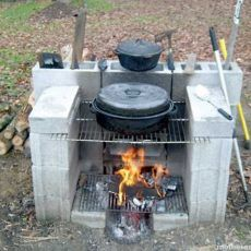 Fire Pit Grill, Diy Fire Pit, Fire Pit Backyard, Backyard Bbq, Backyard Seating, Pergola Patio, Bbq Grill, Brick Grill, Cinder Block Fire Pit