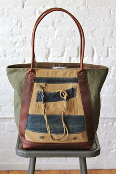 High quality, made in the USA canvas and leather bags Textiles, My Bags, Purses And Bags, Handmade Purses, Boho Bags, Lineman, Types Of Bag, Bag Making, Leather Bag