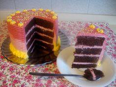 ¡¡ Me tienes tarta !!: Tarta de chocolate con buttercream de Nesquik de fresa