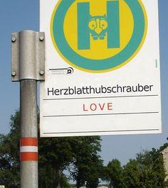 """""""Warten Sie hier auf den Bus?"""" """"Nein - das H steht für Herzblatthubschrauber"""""""