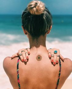 50 Surreal Stunning and Small Sunflower Tattoos to Celebrate the Beauty of Nature - Small sunflower tattoo designs are trend-driven and are making the tattoo lovers go crazy. Dream Tattoos, Badass Tattoos, Sexy Tattoos, Cute Tattoos, Body Art Tattoos, Tattoos For Guys, Tatoos, Foot Tattoos, Tattoo Drawings