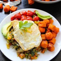 Farmers Market Vegetable Hash - Layers of Happiness Burger Recipes, Vegetarian Recipes, Cooking Recipes, Healthy Recipes, Appetizer Recipes, Dinner Recipes, Best White Sangria Recipe, Oven Baked French Fries, Oven Roasted Sweet Potatoes