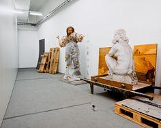 """Klaus Pichler, Skeletons in the closet    I""""l progetto fotografico si intitola Skeletons in the closet (Scheletri nell'armadio), e mostra corridoi abbandonati e nascosti del Museo di Storia Naturale di Vienna, uno dei più grandi musei di scienze naturali del mondo, e il più grande museo di tutta l'Austria."""""""