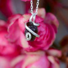 Collier Moldavite et Argent Massif Earrings, Jewelry, Necklaces, Jewellery Making, Stud Earrings, Ear Rings, Jewelery, Jewlery, Jewels
