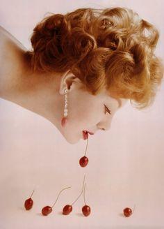 Call Me Cerise de Guy Bourdin - Vogue 1958