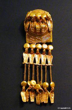 Pectoral ajouré représentant la navigation entre la Basse-Egypte et la Haute-Egypte.
