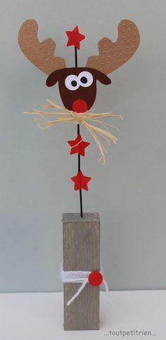 Renne en carton fixé sur un fil. Diy And Crafts, Christmas Crafts, Crafts For Kids, Paper Crafts, Christmas Ornaments, Diy Paper, Wooden Christmas Decorations, Theme Noel, Noel Christmas