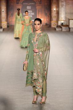 Shyamal & Bhumika at India Couture Week 2019 Indian Fashion Trends, Indian Bridal Fashion, Pakistani Bridal Wear, Pakistani Dress Design, India Fashion, Suit Fashion, Pakistani Dresses, Indian Dresses, Indian Outfits