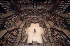Straight out of Inception or the grand staircase from 'Hogwarts Castle' in the Harry Potter series is a whimsical, mind-tripping bookstore in China. Zhongshuge Bookstore in Chongqing city has an interior that's the stuff of … Yangzhou, Mirror Ceiling, Colossal Art, Glass Facades, World Of Fantasy, Grand Staircase, Stairs, John Pawson, Reading Room