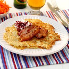 Raggmunkar med fläsk (Swedish Potato pancakes with pork)