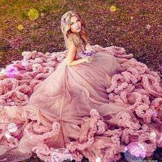 Women in pink Big Dresses, High Fashion Dresses, Pretty Dresses, Prom Dresses, Wedding Dresses, Star Fashion, Fashion Art, Fashion Ideas, Womens Fashion