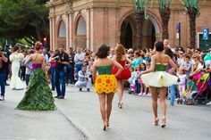 tendencias en la pasarela: Vestidos realizados con flores naturales en Murcia