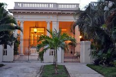 Bed & Breakfast in Vedado Habana, Cuba. Room only -Restored Spanish Mansion. Offering 1 x large double size bedroom. Centrally located just 10 min walk to the Hotel Nacional & the Malecon. 2 Double beds in the room. Breakfast for 2 included. Please read all info below b4 emailing questi...