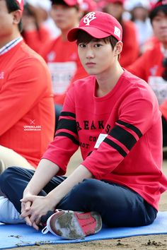 He looks like a little boy oww Suho ♡ Baekhyun Chanyeol, Exo Minseok, Kim Jongin, Park Chanyeol, Exo Ot12, Exo Kai, Chen, Kris Wu, K Pop