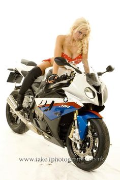 Motorbike Girl, Motorcycle Style, Lady Biker, Biker Girl, Biker Chick Outfit, Motard Sexy, S1000r, Chicks On Bikes, Dirt Bike Girl