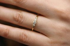 Round Diamond 3 Stones Simple Engagement Ring Round Brillant