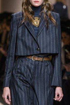 Trussardi 1911 at Milan Fashion Week Fall 2017 - Details Runway Photos Look Fashion, Runway Fashion, High Fashion, Fashion Women, Winter Fashion, Fashion Outfits, Fashion Design, Fashion Trends, Fashion Details