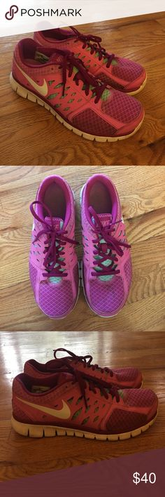 Nike Flex 2013 Running Shoes - 9.5 Good condition bright pink, medium pink, and mint blue lightweight running shoes. No real signs of wear, just some light dirt that should easily come out with additional cleaning. Super comfortable! Nike Shoes Athletic Shoes
