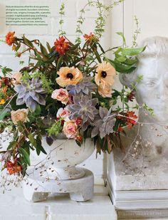 ef29fb42af443 Splendid Sass  FLORAL DESIGN ~ STUDIO CHOO Wedding Flower Arrangements