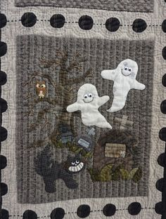 Halloween quilt with friendly ghosts, spotted at the 2015 Tokyo International Great Quilt Festival. Photo by Koala's Place.