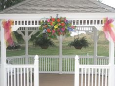 Gazebo Flower Arrangement at Ellis Ranch Loveland, CO  Design By Beth Parker www.earlesflowers.com  Earle's Loveland Floral and Gifts   1421 N. Denver Ave Loveland, CO 80538  970.667.7550