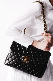 One of my many favorites to carry from day-to-day my Black Lambskin Maxi flap Chanel-Love Mode Chanel, Chanel Jumbo, Chanel Handbags, Chanel Purse, Chanel Bags, Vintage Chanel, Lambskin Leather, Beautiful Bags, Fashion Accessories